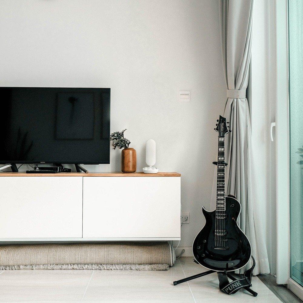 40hz light in tv room